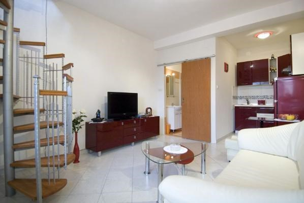 Sonderangebote apartments nevena insel losinj asl for Foto appartamenti moderni